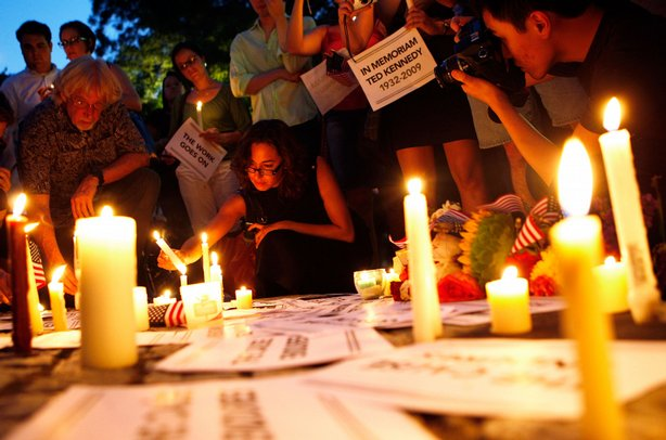 People participate during a candlelight vigil in memory of U.S. Sen. Edward Kennedy (D-MA) at Dupont Circle August 26, 2009 in Washington, DC.