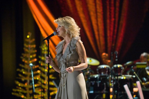 "Faith Hill sings favorites from her holiday album, ""Joy to the World,"" a collection of standards amped up with challenging vocals and ambitious melodic structure."