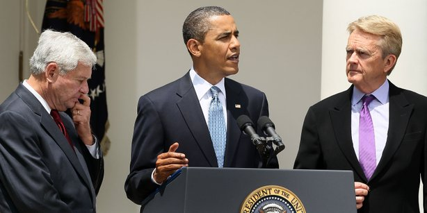 President Barack Obama makes a statement to the media while flanked by Co-Chairs of BP Oil Spill Commission, Bob Graham (L) and William Reilly (R), at the Rose Garden of the White House June 1, 2010 in Washington, DC.
