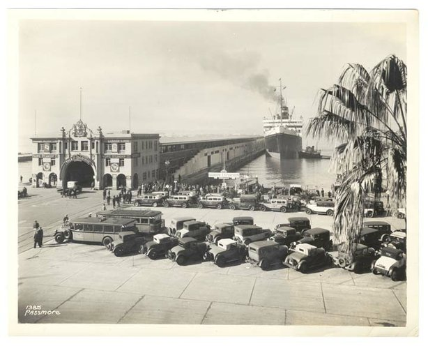 San Diego reporter Max Miller covered the waterfront, including the arrival of celebrities on ocean liners at Broadway Pier, seen here in a photo from around 1929. Photo Courtesy of the California History Room, California State Library, Sacramento, California.