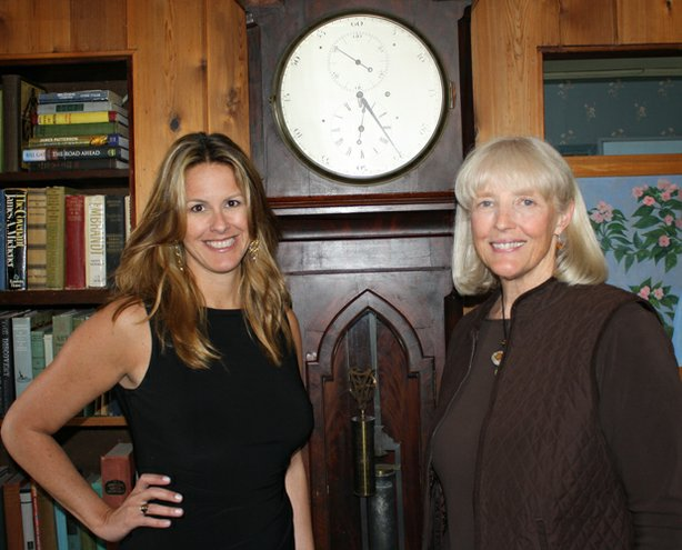 Cherrie Stege (right) asks HISTORY DETECTIVES host Elyse Luray (left) to find out whether her family clock actually regulated time for the entire Midwest during the 19th century.