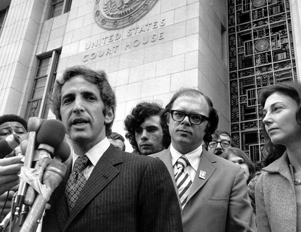 Daniel Ellsberg at the Los Angeles courthouse, 1973. Anthony Russo and Patricia Ellsberg are to his right.