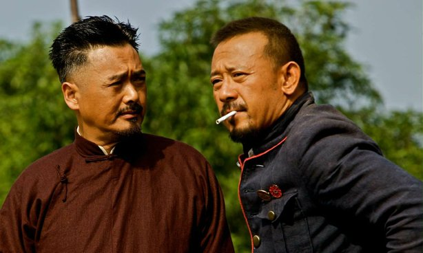 "Chow Yun-Fat and Jiang Wen square off in ""Let the Bullets Fly."""