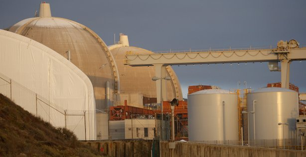A couple stands near the San Onofre Nuclear Generating Station at San Onofre State Beach on March 15, 2012 south of San Clemente, California. 