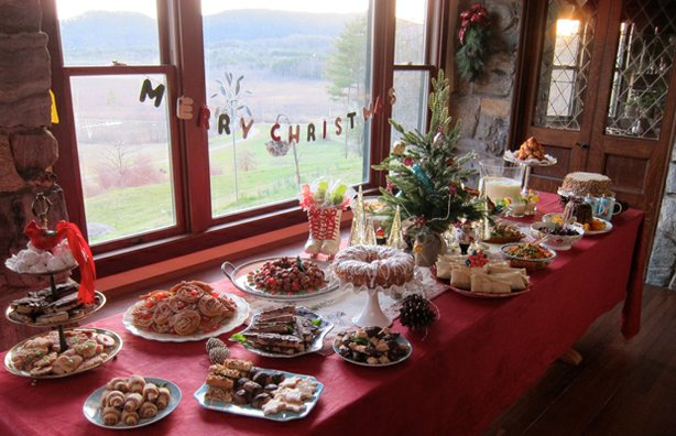 "A decorated table loaded up with a small Christmas tree, holiday treats including a sweet potato cake, holiday-themed lollipops and a closely guarded family eggnog. Hosted by culinary artist and public-radio personality Carole Murko, ""Heirloom Meals Christmas"" celebrates the holiday season by delving into America's rich and diverse culinary history and honoring tried-and-true recipes and dining traditions."