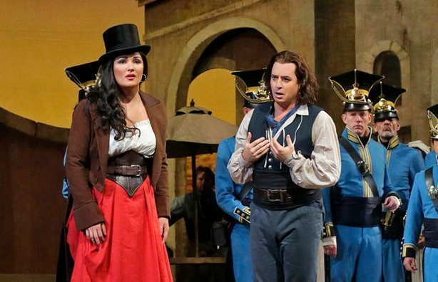 "Anna Netrebko as Adina and Matthew Polenzani as Nemorino in Donizetti's ""L'Elisir d'Amore."""
