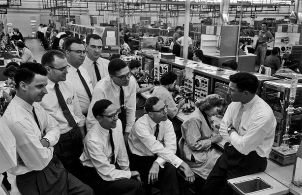 Fairchild Semiconductor, 1960. Pictured: Eugene Kleiner, Julius Blank, Gordon Moore, Sheldon Roberts, Jay Last, Robert Noyce, Jean Hoerni, Victor Grinich (Everyone is facing Noyce).