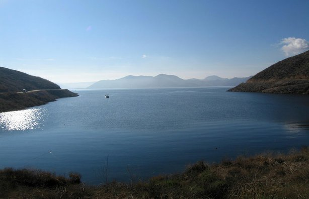Diamond Valley Lake reservoir near Hemet, California holds 800,000 acre feet of water.