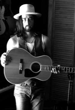 Image of musical artist Jackie Greene.
