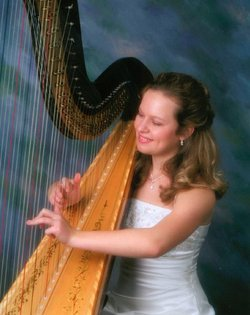 Image of Kate Loughrey and harp. 