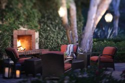 Image of the Veranda Fireside Lounge Patio at the Rancho Bernardo Inn. Courtesy of the Rancho Bernardo Inn.