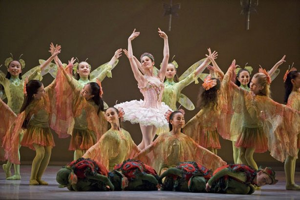 Vanessa Zahorian (center), as the Sugar Plum Fairy, is joined by students of the San Francisco Ballet School.