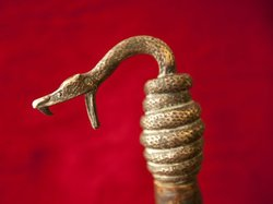 Host Wes Cowan comes to Iowa to investigate whether this copperhead cane belonged to Henry Dean Clay, a passionate orator who railed against President Lincoln and the Civil War.