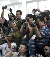 A crowd of photographers gathered at the sight of Disney heroines (see next picture).