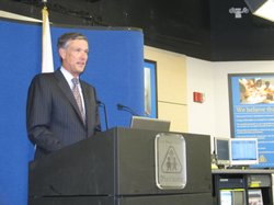 State Superintendent of Public Instruction Jack O&#39;Connell unveils a new online web tool for California teachers on Sept. 22, 2010 at the San Diego County Office of Education. 