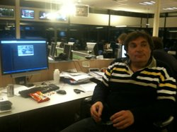 RNW&#39;s managing editor Auke Jager at his desk in the newsroom. Note the skittles on his desk.