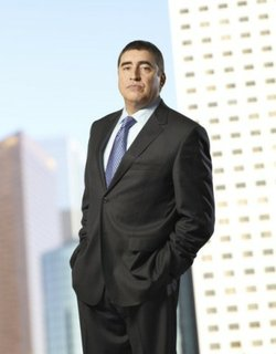 Alfred Molina as the once-and-again detective Ricardo Morales