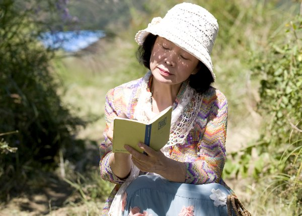 "Veteran actress Yun Jung-hee stars in ""Poetry."""