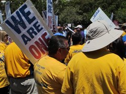 Union workers Rally Outside Murphy Canyon Vons Store