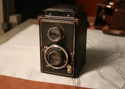 Did the first woman photographer assigned to the White House use this camera to shoot President Truman?