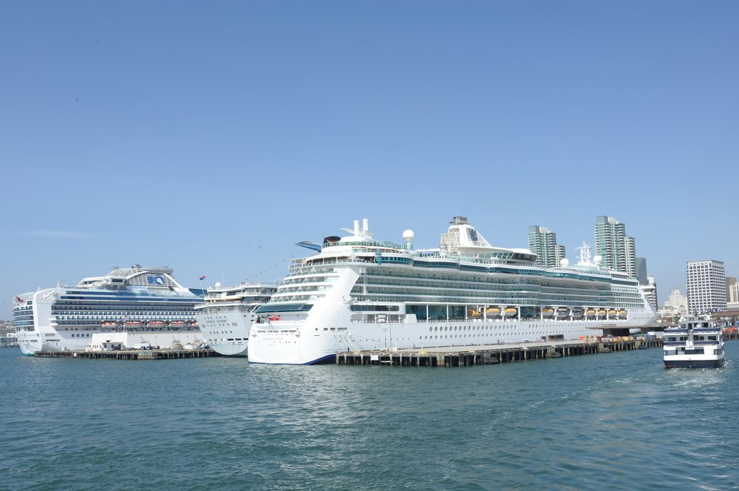 San Diegos waterfront bustles with cruise ships