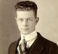 Linus Pauling as a young man. Pauling earned a Chemical Engineering degree at Oregon Agricultural College (now Oregon State University) in Corvallis, Ore.