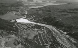 Aerial view of Grand Coulee Dam and reservoir.