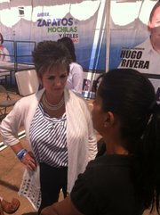 National Action Party candidate Lolita Montaño ran for mayor of Agua Prieta, Sonora, but lost.  Here she is campaigning a month before the July 1 election.