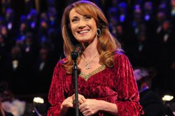 "Actress Jane Seymour narrates ""Good King Wenceslas"" and the story of the birth of Christ."