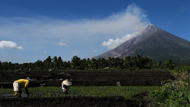 Despite a tragedy in 1993, people have returned to farm around the Mayon volcano in the Philippines.
