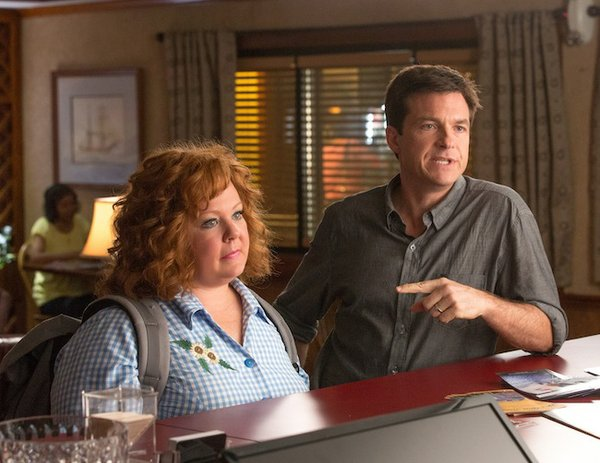"Jason Bateman and Melissa McCarthy posing as a married couple in ""Identity Thief"""