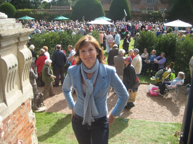 ANTIQUES ROADSHOW presenter Fiona Bruce.