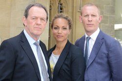 Kevin Whately as Inspector Lewis, Angela Griffin as DS Lizzie Maddox