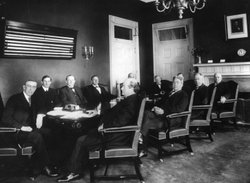President Woodrow Wilson meets with his first Cabinet, circa 1912. Should Cabinets have a more central role in a president&#39;s decision making?