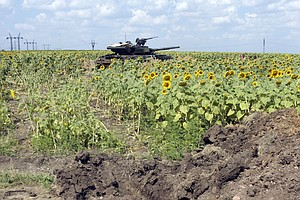 Ukraine Forces Near Rebel City As Russia Escalates Border...