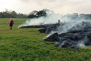 Hawaii Lava Flow Less Than 100 Yards From Homes In Pahoa Village