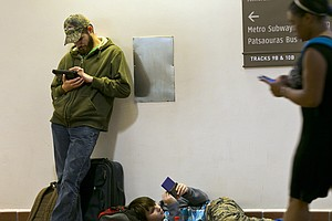 Holiday Travel Snarls Look To Be Easing
