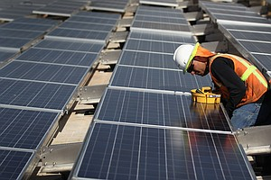 U.S. Solar Industry Sees Growth, But Also Some Uncertainty