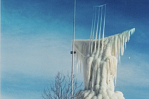 Wisconsin Sculptor Rebuilds After 60-Foot Ice Sculpture Collapses