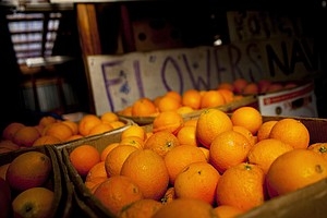 Heaps Of Oranges Could Rot As West Coast Dock Dispute Dra...