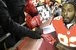 Dwayne Bowe, A Former Chief, Flies To Kansas City For Fan's Funeral