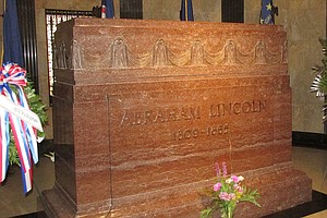 Lincoln's Tomb Site At Risk With State Budget Cuts