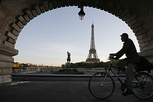 Cyclists Can Ignore Some Traffic Lights, Paris Announces