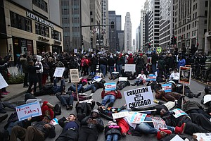 Magnificent Mile Protests Disrupt But Don't Deter Holiday...