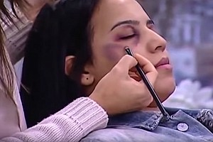 Moroccan TV Tutorial: How To Cover Up Bruises From Domestic Abuse