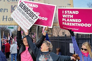 Protests Against Planned Parenthood Rouse Dueling Rallies Nationwide