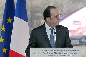 Gunshot Rings Out As France's President Hollande Speaks