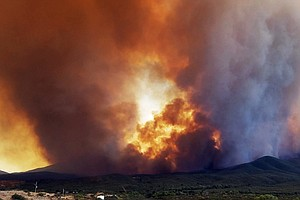 Hundreds Flee Arizona Blaze As Conditions Spur Numerous W...