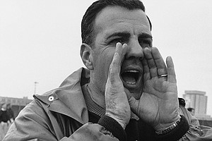 Ara Parseghian, 'Giant' Of College Football Sidelines, Di...