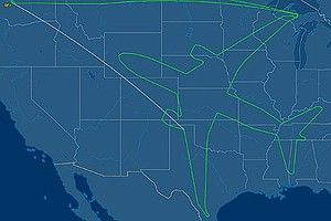 Boeing Dreamliner Crew Draws Enormous Outline Of Their Pl...